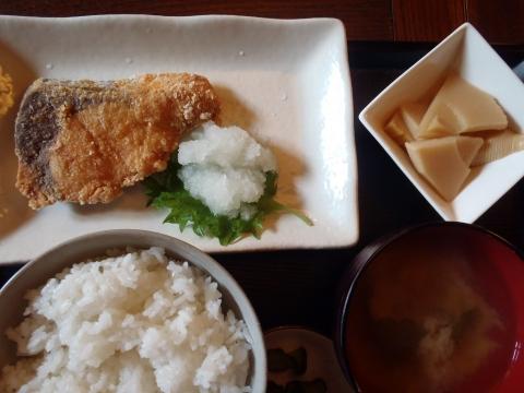 ブリ竜田揚定食