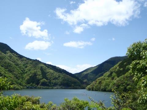 お部屋からは丹沢湖が望めます。