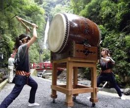 洒水の滝祭り