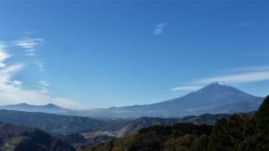 大野山山頂へ