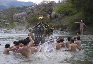 須賀神社の浜降り①