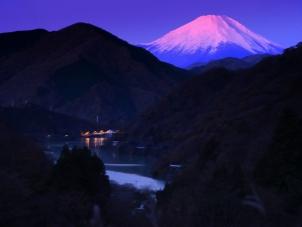 丹沢湖の夜明け